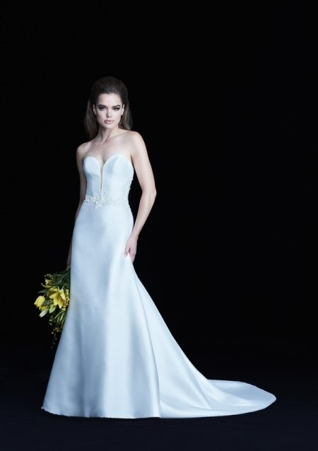 4765 wedding dress from the Paloma Blanca Autumn/Winter 2017 Bridal Collection