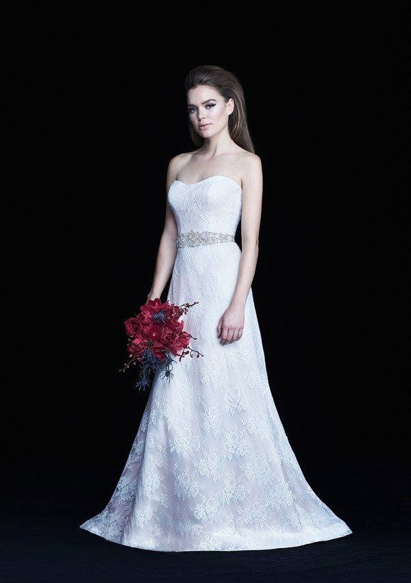 4769 wedding dress from the Paloma Blanca Autumn/Winter 2017 Bridal Collection