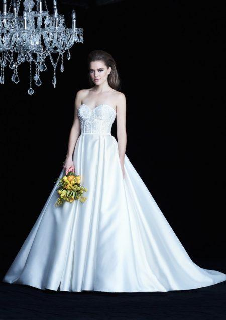 4772 wedding dress from the Paloma Blanca Autumn/Winter 2017 Bridal Collection