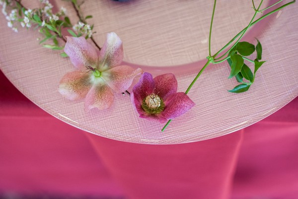 Flowers around edge of plate