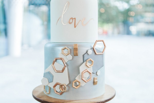 Wedding cake with copper geometric details