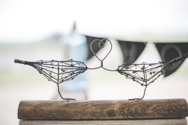 Wire bird decoration
