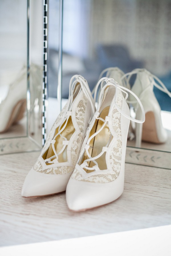 Bridal shoes with laces