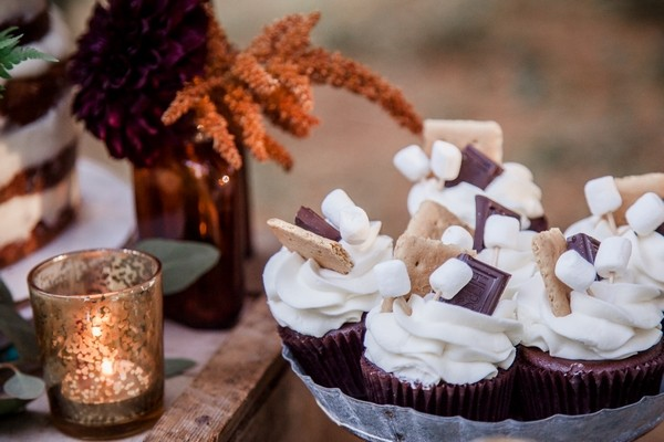 Cupcakes with Chocolate and Marshmallows