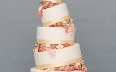 How to Make Your Wedding Cake Sparkle