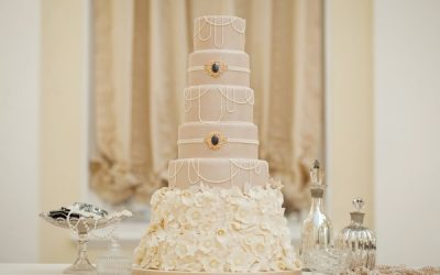 Who to Take to Your Wedding Cake Tasting
