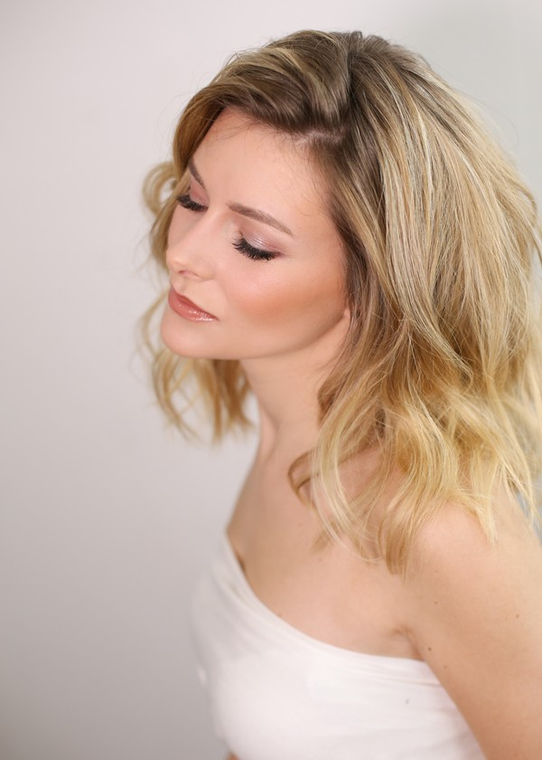 Bride with Relaxed Tousled Hairstyle