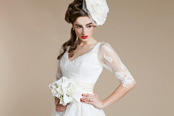 Retro Bride with Statement Bridal Make-Up