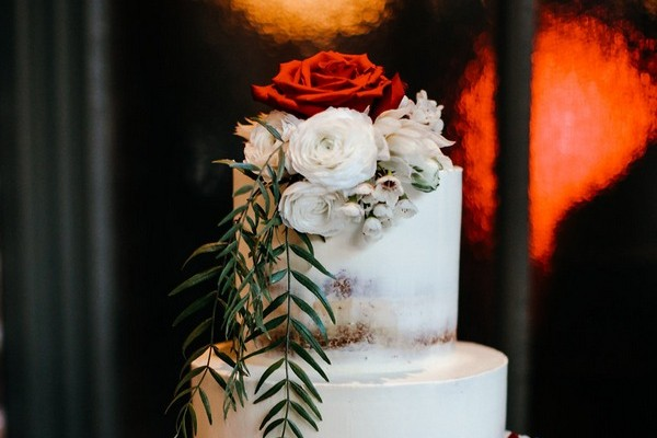 Using Sugar Flowers or Fresh Flowers on a Wedding Cake