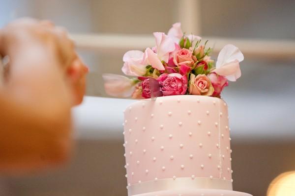 5 Ways to Save Money on Your Wedding Cake