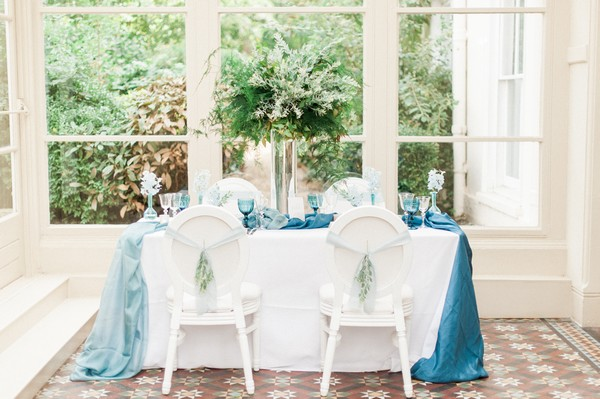 Wedding table with blue silk runner