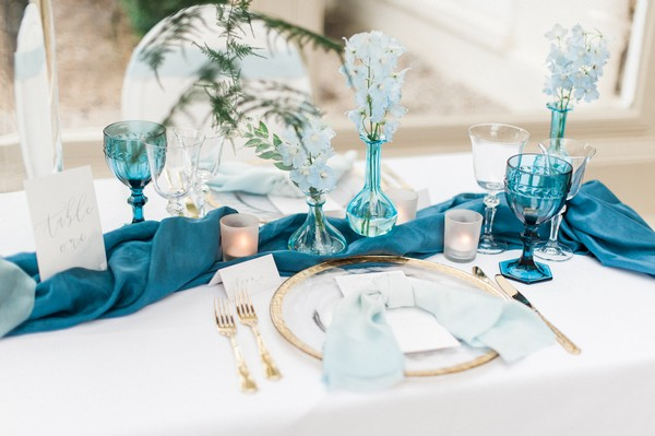 Wedding table with blue styling details