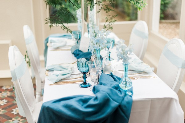 Blue details on wedding table