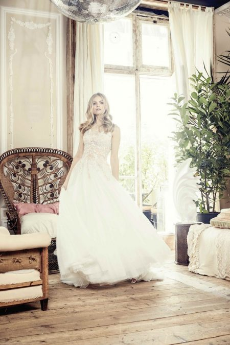 Sonnett Wedding Dress from the Charlotte Balbier Bohemian Blush 2018 Collection
