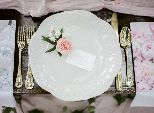 Plate with pink flower