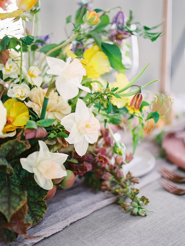 Yellow and white wedding table flowers