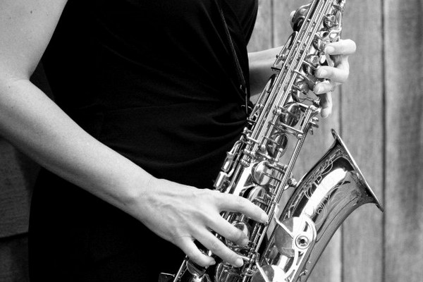 5 Reasons to Book a Wedding Saxophonist