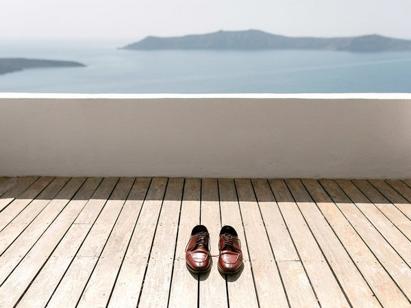 Groom's brown shoes