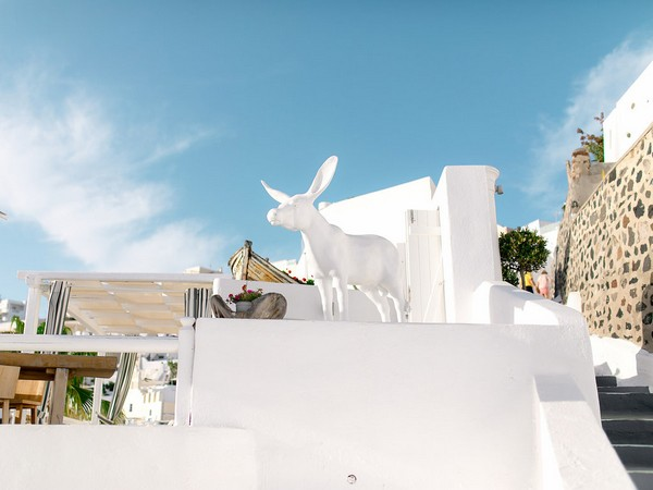Animal figure on wall in Santorini