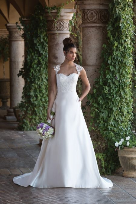 4001 Wedding Dress from the Sincerity Bridal SS18 Collection