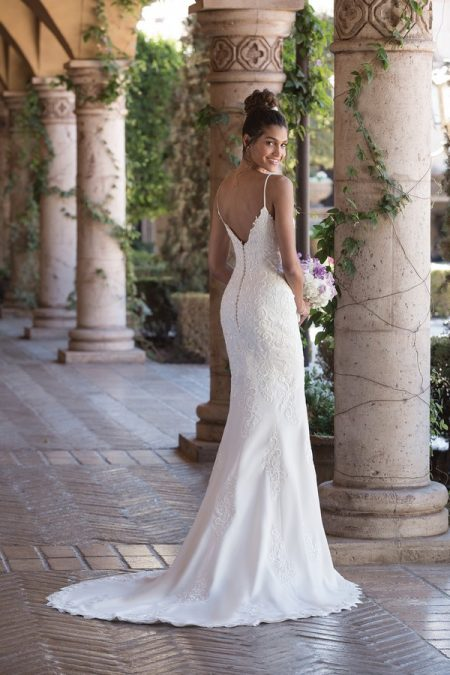 Back of 4002 Wedding Dress from the Sincerity Bridal SS18 Collection