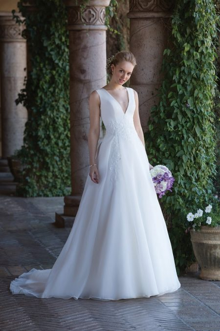 4006 Wedding Dress from the Sincerity Bridal SS18 Collection