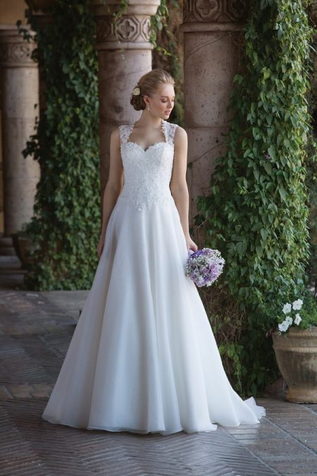 4009 Wedding Dress from the Sincerity Bridal SS18 Collection