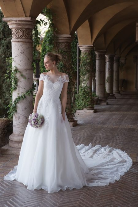 4012 Wedding Dress from the Sincerity Bridal SS18 Collection