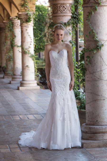 4016 Wedding Dress from the Sincerity Bridal SS18 Collection