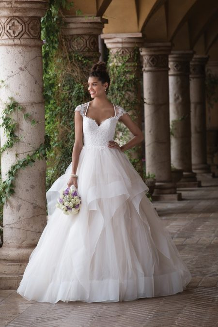 4023 Wedding Dress from the Sincerity Bridal SS18 Collection