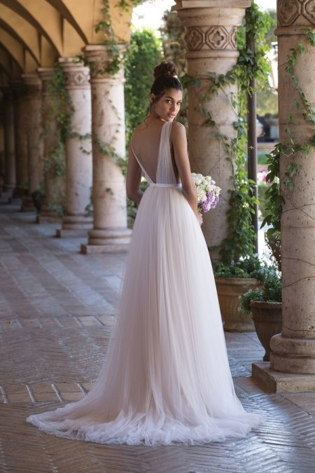 Back of 4031 Wedding Dress from the Sincerity Bridal SS18 Collection