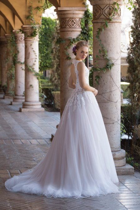 Back of 4032 Wedding Dress from the Sincerity Bridal SS18 Collection