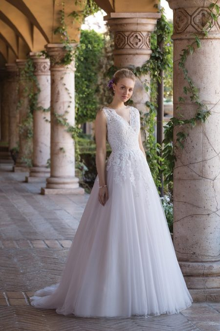 4032 Wedding Dress from the Sincerity Bridal SS18 Collection