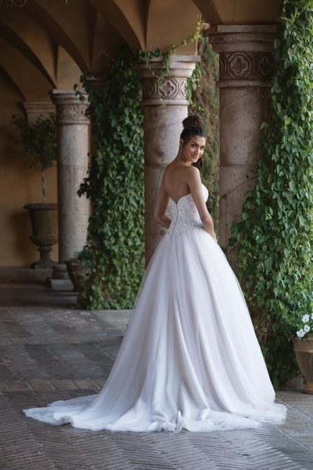 Back of 4034 Wedding Dress from the Sincerity Bridal SS18 Collection