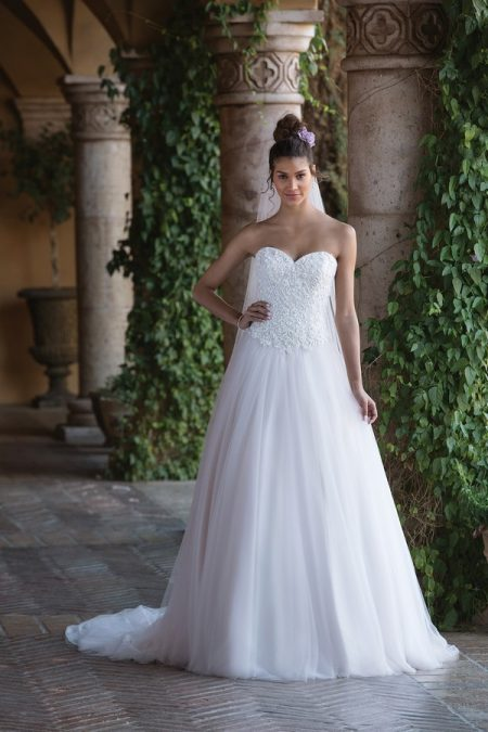 4034 Wedding Dress from the Sincerity Bridal SS18 Collection