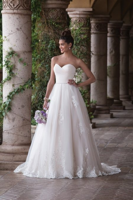 4036 Wedding Dress from the Sincerity Bridal SS18 Collection