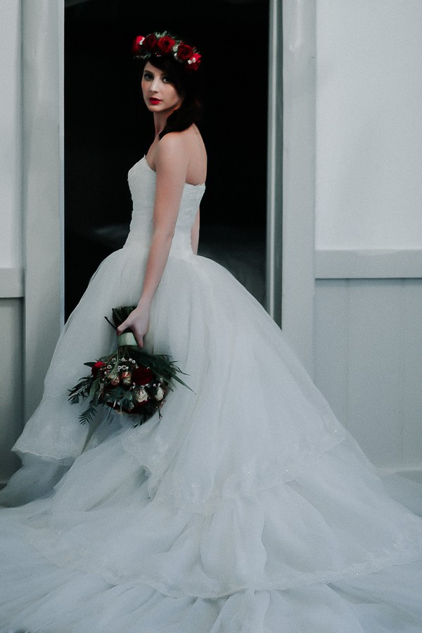Bride with winter flower crown and bouquet