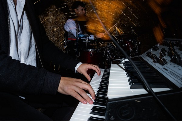 Wedding band keyboard player