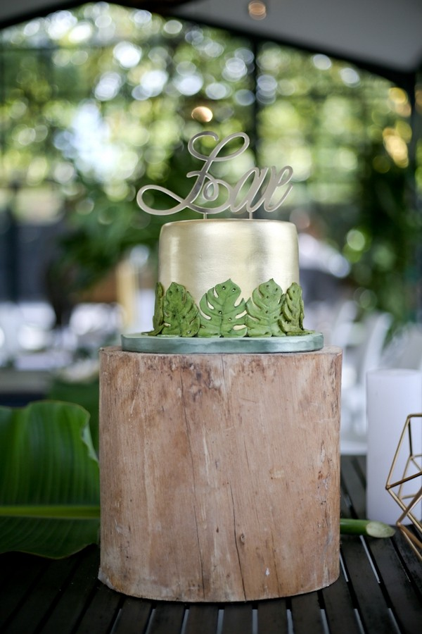 Metallic wedding cake with leaf design