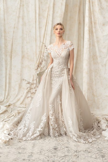 9899 Wedding Dress with Detachable Train from the Justin Alexander Signature Spring/Summer 2018 Bridal Collection