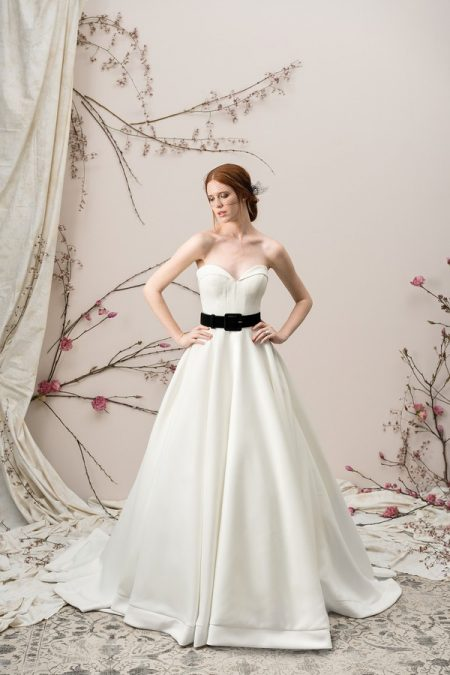 9904 Wedding Dress from the Justin Alexander Signature Spring/Summer 2018 Bridal Collection