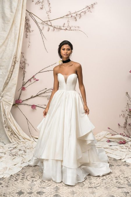 9906 Wedding Dress from the Justin Alexander Signature SS18 Bridal Collection