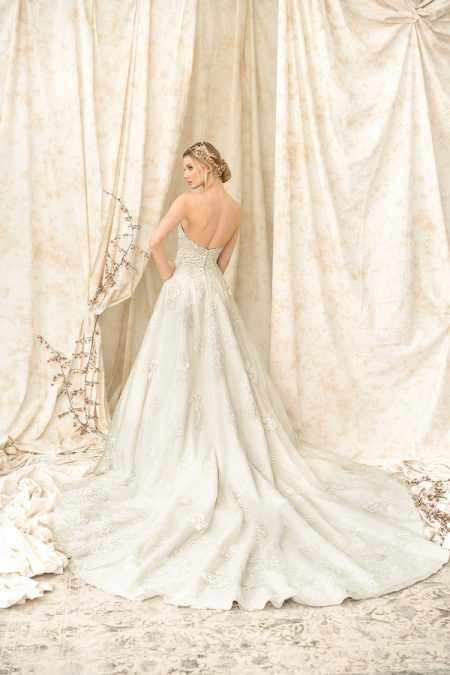 Back of 9907 Wedding Dress from the Justin Alexander Signature SS18 Bridal Collection