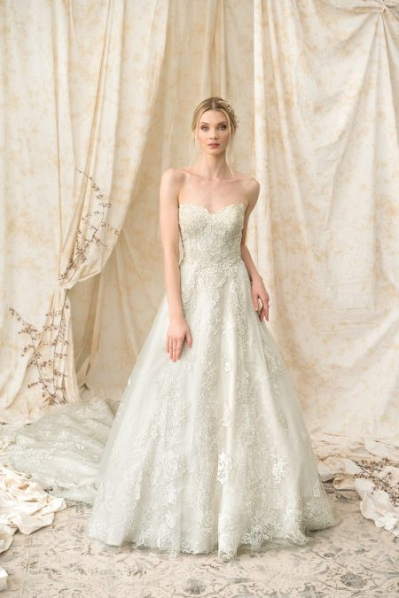 9907 Wedding Dress from the Justin Alexander Signature Spring/Summer 2018 Bridal Collection