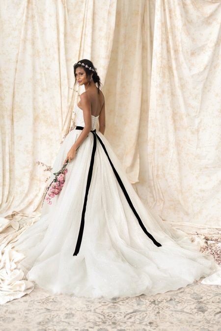 Back of 9909 Wedding Dress from the Justin Alexander Signature SS18 Bridal Collection
