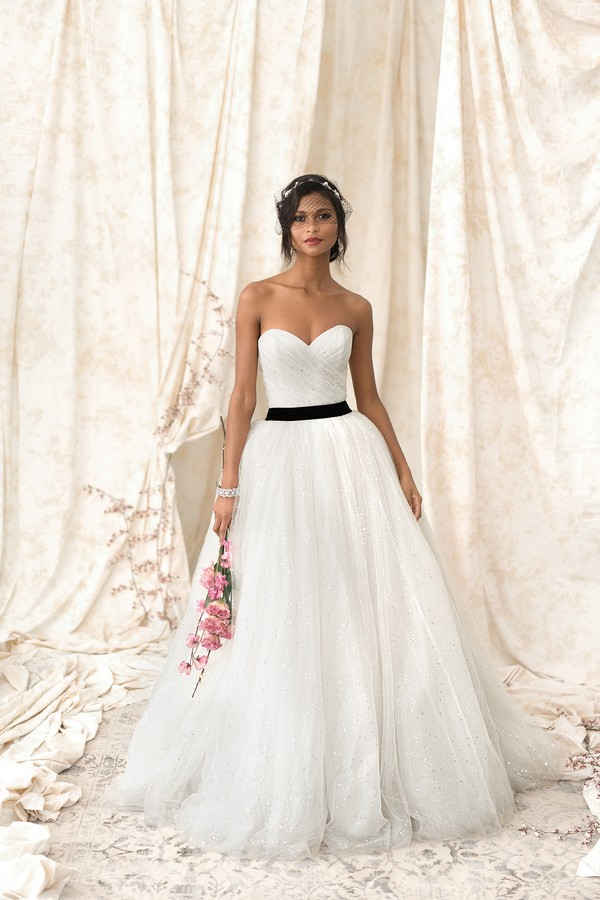 9909 Wedding Dress from the Justin Alexander Signature Spring/Summer 2018 Bridal Collection