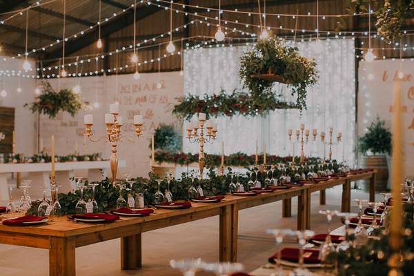 Rustic winter wedding table styling at Die Stoor