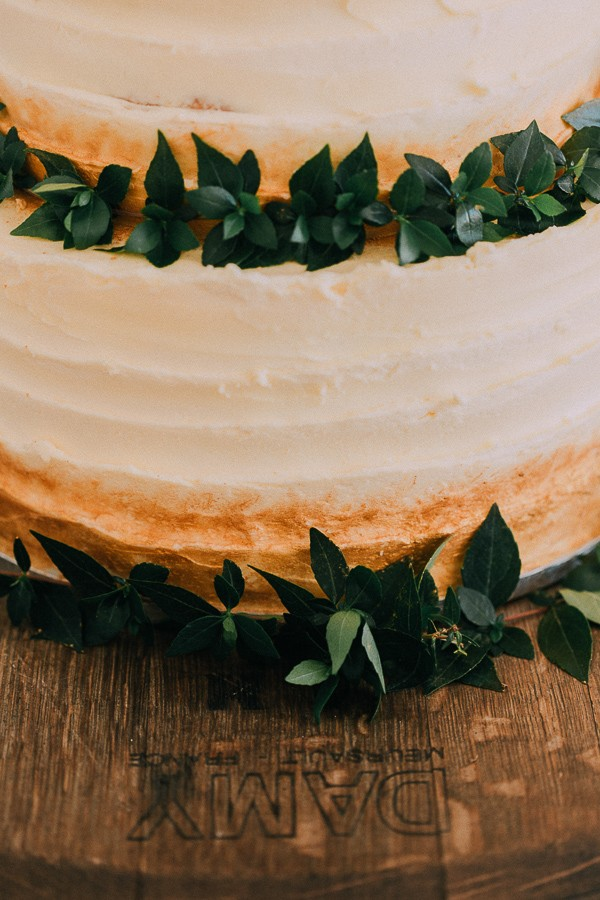 Foliage on wedding cake