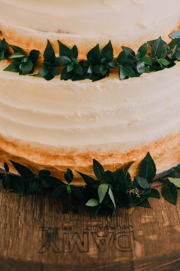Foliage on wedding cake
