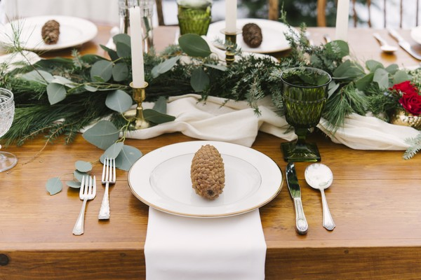 Pine cone on plate at wedding place setting